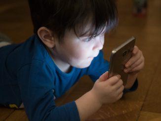 Smartphone-Sucht: Sind schon die kleinsten betroffen?