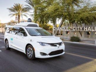 Waymo darf als Entwickler autonomer Autos nun in Kalifornien ohne Testfahrer fahren.