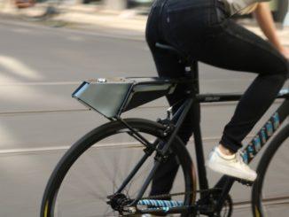 Gepäckträger und Taschen erweisen sich vorteilhaft für den Transport von Sachen auf Fahrrädern. Diesen Zweck erfüllen auch rahmenmontierte Laderäume. Der schlanke Aluminium/ABS Aerocarrier von Otek Bicycles kombiniert eine Box mit einem Gepäckträger, der auch Koffer von Drittanbietern stemmen kann.