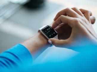 Wissenschaftler haben eine Technologie entwickelt, die multifunktionale elektrochemische Sensoren verwendet, um Blut und Schweiß zu messen, die je nach Probenanforderung in Kleidung eingewebt, in Hautpflaster eingearbeitet oder als Mikronadeln eingesetzt werden können.